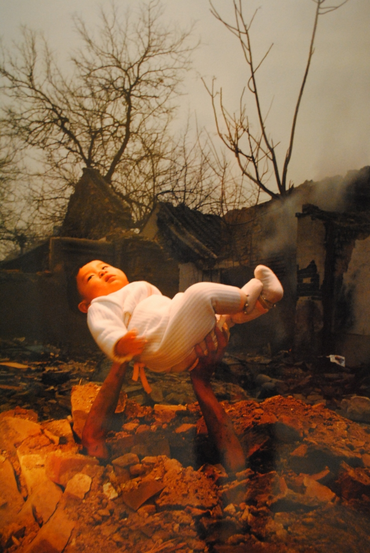 The baby leave away from the earth (Li Wei)
