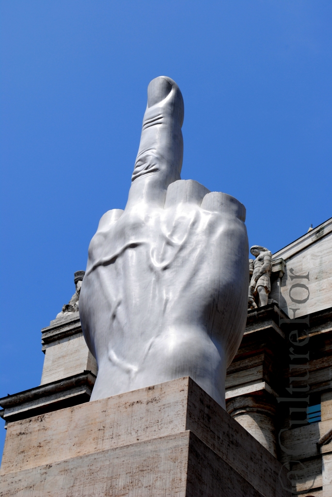 Il Dito di Cattelan in Piazza Affari @Milano_www.culturefor.com