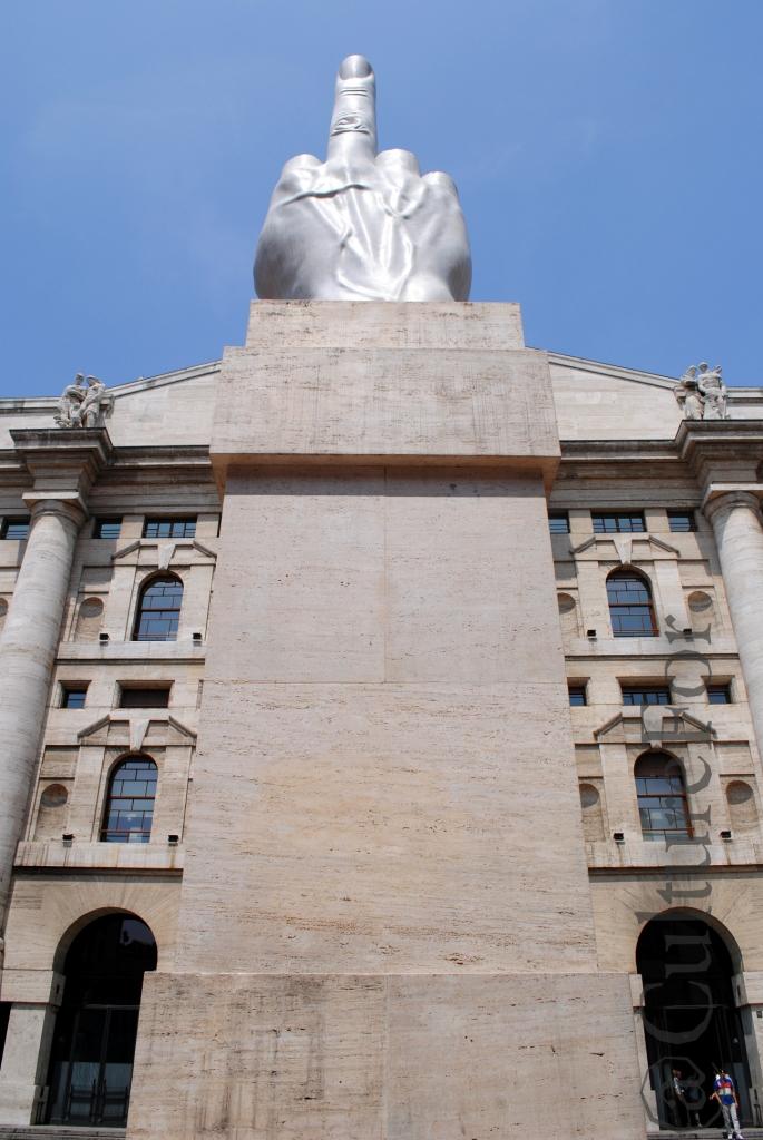7b3c4a45ec Il Dito di Cattelan in Piazza Affari @Milano_www.culturefor.com
