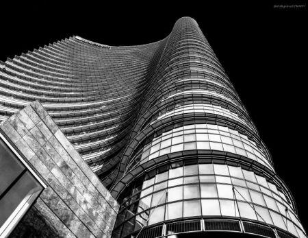 019 Torre Unicredit bianconero esteso firma dx alto (1 di 1)