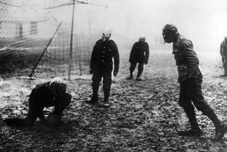 Heading: English soldiers in World War I, 1917 Foto: Scherl