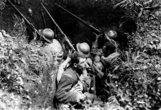 WW1: Italian troops in trenches, Sul Montello.