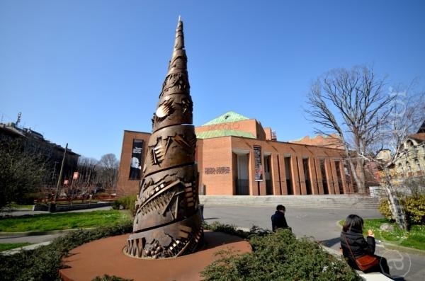 Torre a Spirale di Arnaldo Pomodoro @Milano_ www.culturefor.com