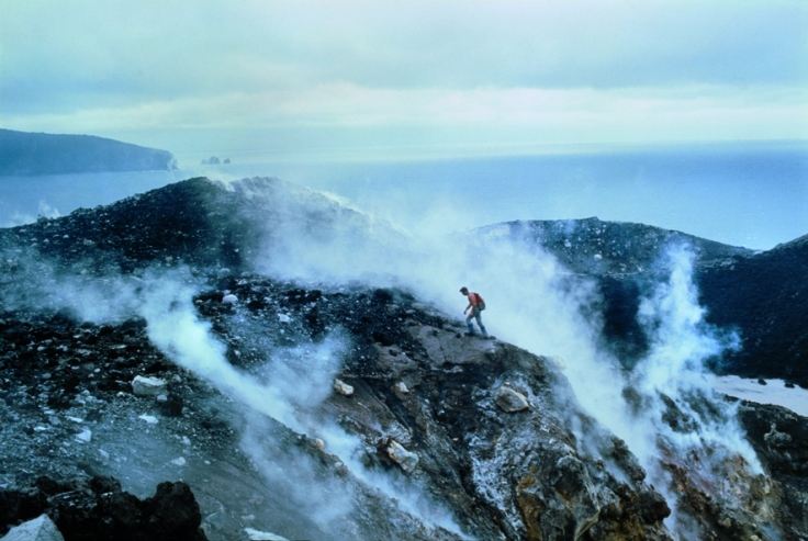 8.Vulcano Krakatoa, Indonesia. Dicembre gennaio 1968 © Walter Bonatti/Contrasto