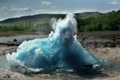 Le spettacolari manifestazioni naturali legate alla geotermia e l'uso che l'uomo fa del calore della Terra