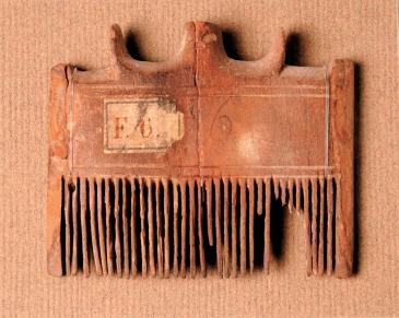Pettine. (© Stichting Rijksmuseum van Oudheden, Leida) [Nr archiv. NAH 147b]