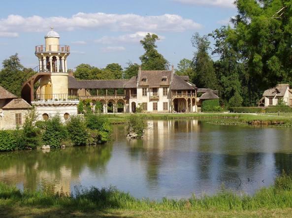 1280px-Marie_Antoinette_amusement_at_Versailles-kqXE-U43480665415983zY-1224x916@Corriere-Web-Sezioni-593x443