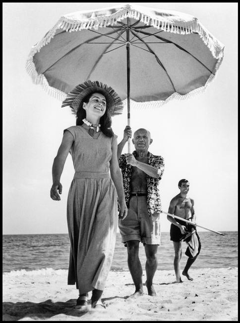 Pablo Picasso e Françoise Gilot, Golfe-Juan, Francia, agosto 1948 © Robert Capa © International Center of Photography / Magnum Photos